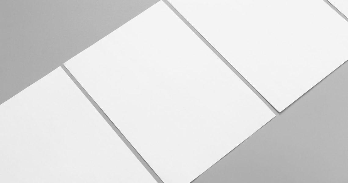 trzy białe kartki papieru
